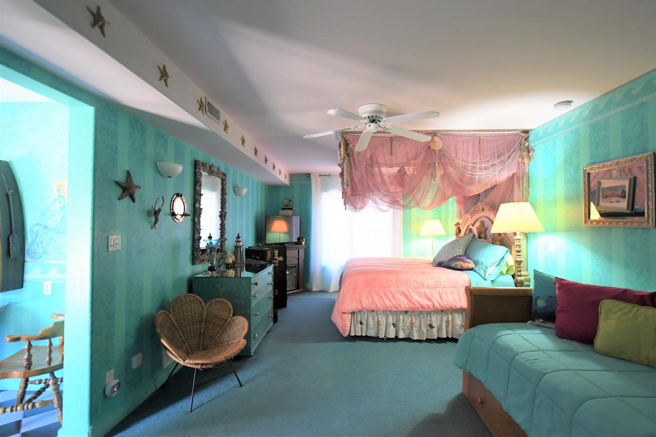 Deep Blue Suite Bed And Breakfast Blue Skies Inn